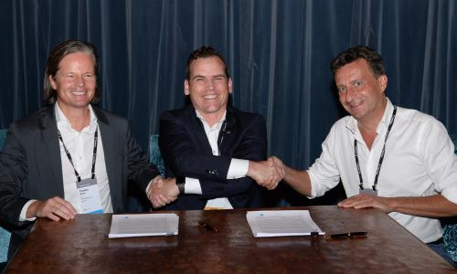 Thomas Reich (CEO COMPAREX), Axel Kling (CEO Snow Software) and Marc Betgem (CSO COMPAREX) signing the agreement