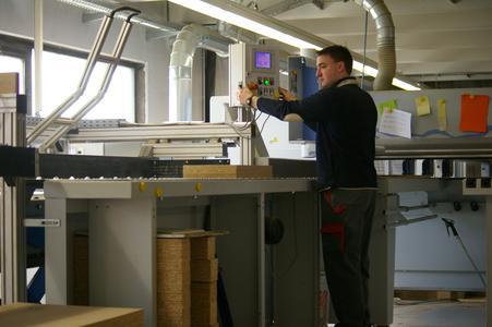 Panthel Möbelwerk setzt auf das richtige Handling der AMI Förder ...