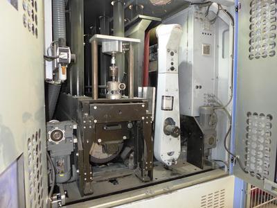 Bild 7: Lissmac-Trockenschleifmaschine mit zwei Bearbeitungsaggregaten