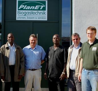 PlanET Mitarbeiter Stefan Esseling (1. v. re) begrüßt ghanaische Delegation bei PlanET