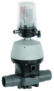 Ventilanschaltung GEMÜ 4242 auf dem Kunststoff-Membran-ventil GEMÜ R690