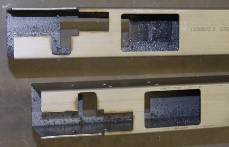 Stahlbearbeitung auf elumatec-Maschinen: Je nach Modell gibt es Ausstattungen wie Langsamlaufspindel, Spindelkühlung, Extra-Ablageplatz für`s Stahlsägeblatt