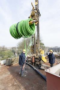 Insgesamt wurden zehn Erdwärmesonden RAUGEO PE-Xa mit einer Länge von jeweils 125 Metern installiert