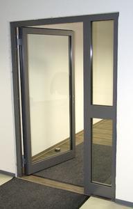 Beispiele aus der Produktpalette der Max Eckstein GmbH: Türöffnungen werden nach Kundenwünschen mit zweckmäßigen und robusten Lösungen gestaltet