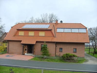 Haus von Solarpionier Vinke mit der im Jahr 2000 installierten 2,4 Kilowatt peak Photovoltaikanlage ©Powertrust / U.Vinke