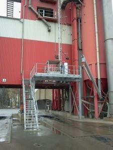 [Zustieg] / Der Zustieg erfolgt seitlich über eine Treppe zum Stahlpodest / Foto: Böcker Maschinenwerke, Werne
