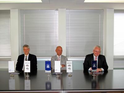 Von links: Alberto Bregante, Chief Executive Officer, SMS INNSE; Tibor Šimonka, Vorstandsvorsitzender SIJ Group, Slovenian Steel Group; Michael Thiehofe, Geschäftsführer, SMS Mevac