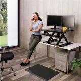 Ultraflacher Steh-Sitz-Arbeitsplatz WorkFit-TX von Ergotron für ein breites Bewegungsspektrum im Büro