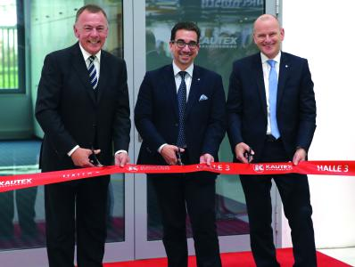 Cutting the  inauguration ribbon: (from left) Dr. Olaf Weiland, Guido Déus, Andreas Lichtenauer. © Kautex Maschinenbau GmbH 2017