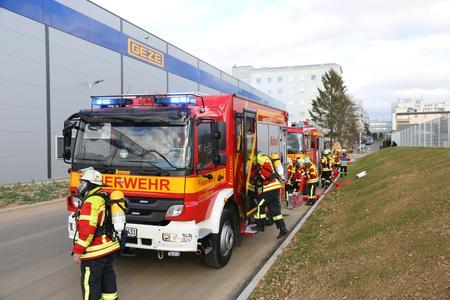 Großübung auf dem GEZE Firmengelände: Die Leonberger Feuerwehr probte den Ernstfall (Bild: GEZE GmbH)