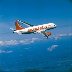 Der Airbus A319 aus der easyJet-Flotte. Nach kaum mehr als zwei Monaten nach Vertragsunterzeichnung ging P&I LOGA-Anwendung für die Bearbeitung der komplexen Lohn- und Gehaltsabrechnung in den Wirkbetrieb.