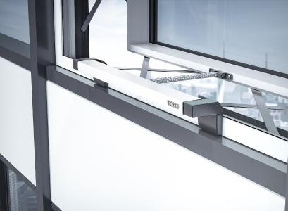 "The 'intelligent' IQ windowdrives chain drives from above: the ""slim"" Slimchain and the ""strong'"" Powerchain – can be integrated via the IQ box KNX interface module into a KNX  building system (Photo: GEZE GmbH)"