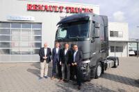 V.l.: Jens Bahrmann (Int. Key Account Manager Renault Trucks Deutschland), Jochen Munzert (Director Vehicle Sales Renault Trucks Deutschland), Prof. Dr. Dirk Engelhardt (Vorstandssprecher BGL), Gunnar Persson (Geschäftsführer WGL)