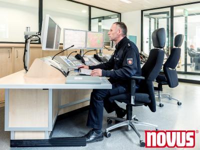 Novus Monitorhalter auf Polizeiwache