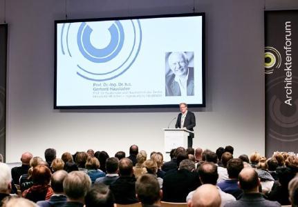 Moderation: Burkhard Fröhlich, Bauverlag BV GmbH, Gütersloh / Foto: Brillux