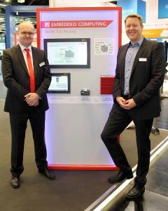 Michael Rennerich, Vorstand der Janz Tec AG, und Dr. Fabian Christ, Geschäftsführer der verlinked GmbH, auf der SPS IPC Drives 2017