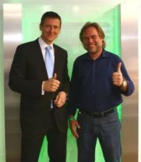Uwe Neumeier (l.), Geschäftsführer Actebis Peacock, und Eugene Kaspersky (r.), CEO Kaspersky Lab, zeigen sich optimistisch, dass noch zahlreiche interessante gemeinsame Aktionen und Aktivitäten aus der noch jungen Partnerschaft hervorgehen werden