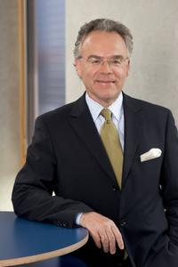 """Dr. Hans Langer, CEO von EOS: """"Die Industrie fragt zunehmend nach Möglichkeiten zur individualisierten Fertigung. Unsere Technologie ist die Antwort auf diesen Trend."""""""