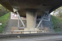Feuerverzinkter Stahl wird nicht nur zur Ertüchtigung und Verstärkung von Stahlbrücken eingesetzt, sondern für Brückenbauwerke in Massivbauweise verwendet