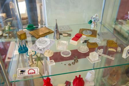 Am Labor für Kunststofftechnik von Professor Foitzik an der Technischen Hochschule Wildau entstehen Prototypen und Miniserien kleiner und kleinster Kunststoffteile lange bevor sie zu Serienprodukten werden.