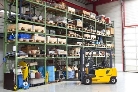 Industrie 4.0 verändert die Produktion: So sollen sich Gabelstapler künftig selbstständig und ohne Fahrer zurechtfinden. (Foto: IPH)