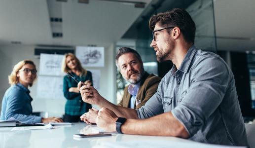 Die Teilnehmer wenden die theoretischen Grundlagen direkt in der Praxis an und festigen so ihr Wissen. Quelle: Shutterstock