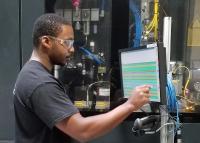 Virtuell analysieren, real optimieren: Industrie 4.0 heißt, mit einem digitalen Zwilling der Produktion am Computer zu arbeiten