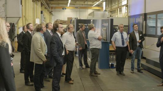 An sieben Stationen konnten die Gäste Innovationen und Maschinenbau zum Anfassen erleben