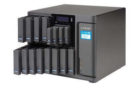 TS-1685 von QNAP mit zwölf 3,5-Zoll-Festplatten sowie vier 2,5-Zoll-SSDs