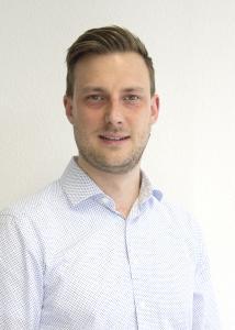 """Markus Mühleisen, Produktmanager Holztrennmittel bei Zeller+Gmelin zum bevorstehenden LIGNA-Messeauftritt: """"Unsere Multiboard-Produkte sind vielseitig einsetzbar, eignen sich aber vor allem für Herstellungsprozesse im Bereich OSB-, MDF- und Faserplatten. Unabhängig vom Leimsystem haben wir für jeden Kunden die passende Systemlösung – egal ob Sprüh- oder Walzenapplikationen."""""""