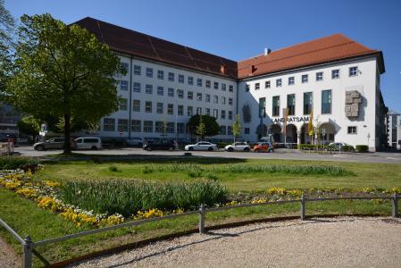 Das Landratsamt Augsburg setzt die DeskCenter Management Suite für Inventarisierung, Softwareverteilung, OS-Deployment, Management mobiler Endgeräte und Helpdesk ein
