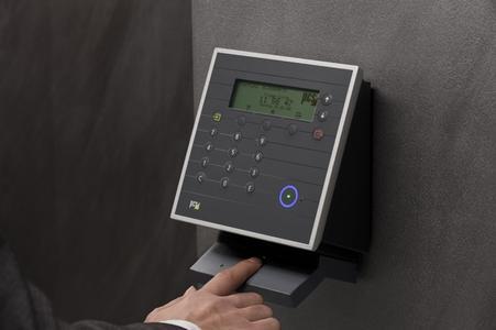 Das designprämierte Fingerprint-Terminal INTUS 5300FP