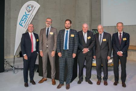 Expertenrunde diskutiert zum Thema REACH das Beschränkungsverfahren für Diisocyanate auf der FSK-Fachtagung Polyurethan 2017 (v.l. Dr. Wolfgang Friederichs (Gupta Verlag), Jörg Palmersheim (ISOPA Aisbl), Michel Baumgartner (EUROPUR Aisbl), Dr. Wolfram Frank (Berater REACH), Aart Rouw (BAuA), Ronald van den Bosch (Dow Benelux BV).