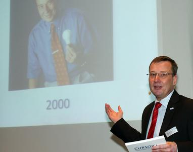 Vorstandsvorsitzender Thomas Rühl beim Eröffnungsvortrag