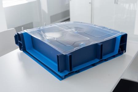 thyssenkrupp stellt auf der Blechexpo 2017 ein gewichts- und kostenoptimiertes Batteriegehäuse zum Schutz der Fahrzeugbatterie vor © thyssenkrupp Steel Europe AG