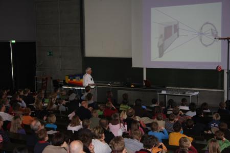 Aufgrund der aktuellen Situation findet die Kinder Uni von Prof. Dr. Bernd Lingelbach nicht an der Hochschule Aalen sondern online statt, Fotohinweis: explorhino
