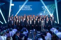Uwe Kauschinger, Global Account Manager für Bosch bei COMPAREX, in der hinteren Reihe, Mitte