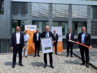 (v.l.n.r.): Wolfram Thielen (COO, Deutsche GigaNetz GmbH), Dirk Fieml (Geschäftsführer, tktVivax GmbH), Jan Budden (CEO, DGN), Harry Mergel (Vorsitzender der WHF-Gesellschafterversammlung), Dr. Andreas Schumm (Geschäftsführer, Wirtschaftsregion Heilbronn-Franken GmbH), Dr. Nicolas Sonder (PwC Legal), Soeren Wendler (CSO, DGN) / Foto: WHF GmbH