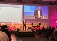 """PROCAD Geschäftsführer Raimund Schlotmann bei seinem Vortrag bei """"The Future Code 2019"""" / Abb.: Veranstalter"""
