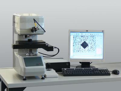 Das vollautomatische ZHV1-a Mikro-Vickers Härteprüfgerät eignet sich insbesondere für Serien- und Härteverlaufsprüfungen