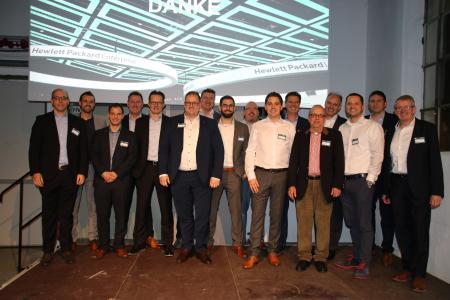 v.l.n.r. Alexander Dorn (HP), Dominik Feilen (IT-HAUS GmbH), Patrick Neth (IT-HAUS GmbH), Hartmut Husemann (HP), Olaf Winkelmann (HP), Stefan Corvers (HP), Dirk Nicklaus (HP), Marc Zimmermann (IT-HAUS GmbH), Michael Vaahsen (HPE), Stefan Sicken (IT-HAUS GmbH), Mattias Faber (HP), Gerhard Schiener (HPE), Dr. Thomas Simon (IT-HAUS GmbH), Tim Kartali (HP), Igor Riegel (HP), Holger Wenig (HP)