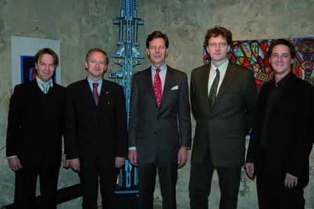 Von Links nach Rechts: Rechtsanwalt Martin Voß, Dipl.-Ing. Jan Laubach, Rechtsanwalt und Notar Dr. jur. Jörg-Rainer Hens, PD Dr. med. Dr. med. dent. Eduard Keese, Timo Grän