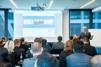 Oswald Freisberg, Geschäftsführender Gesellschafter SERgoup Holding Europe GmbH, begrüßte die Teilnehmer des exklusiven Branchentreffens Banken