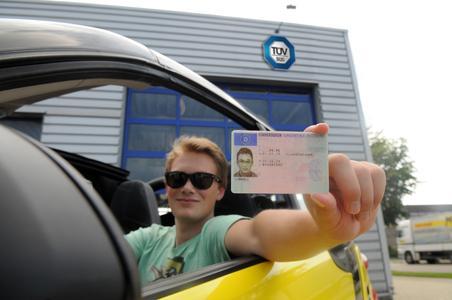 Technik cool? TÜV SÜD checkt Autos für Führerscheinneulinge bis 24 Jahre