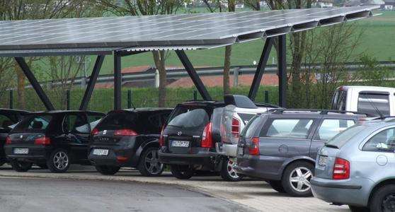 Für Solar-Carports bietet Schletter unterschiedliche Ausführungen an, die auf die jeweiligen Standortbedingungen hin ausgelegt sind