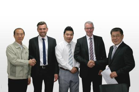Picture (left to right): Ricardo-KH Shin (Executive Director MEC), Thomas Schymanietz (Sales Manager Export CONEC), Manny Park (Sales Manager MEC), Sven Holtgrewe (Managing Director CONEC) and Ho Sik Park (President MEC)