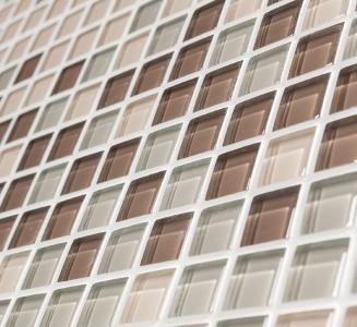 Luxus vor Augen: Mit GlasMosaik gönnt man Wandoberflächen absolutes Premium-Design. Changierende Lichtbrechungen erzeugen immer wieder neue Sinneseindrücke und vermitteln ein Gefühl unendlicher Lebendigkeit / Foto: DAW SE/alsecco für INTHERMO