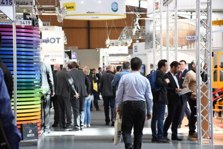 The exhibition programme at PaintExpo covers the process sequences for liquid painting, powder coating and coil coating from pre-treatment right on up to quality control. Image source: PaintExpo