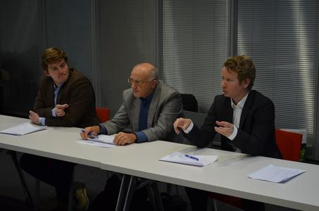 Björn Pfeifer, Spezialist Business Development bei Schaeffler, (rechts) erarbeitete im Vorfeld eine Fallstudie für die Finalrunde und bewertete als Teil der Jury die Lösungsvorschläge der Teams / Bild: Schaeffler