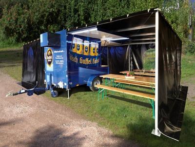 Ausschankwagen und Kühlanhänger mit Zelt